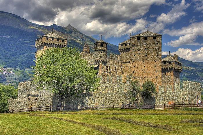 Итальянский замок Фенис (Castello di Fenis) 56545