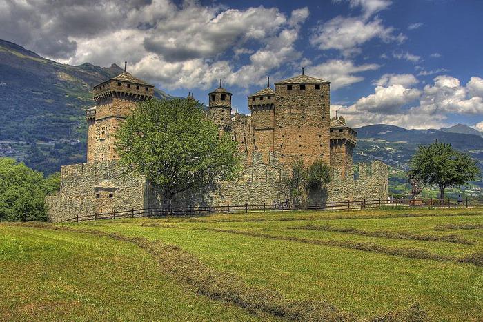 Итальянский замок Фенис (Castello di Fenis) 51830