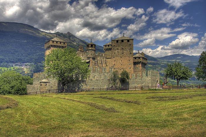 Итальянский замок Фенис (Castello di Fenis) 13113