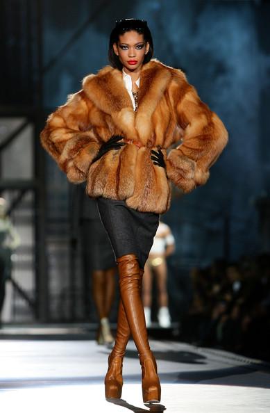 milan_fashion_week_aw2010_dsquared2_04 (389x594, 60 Kb)