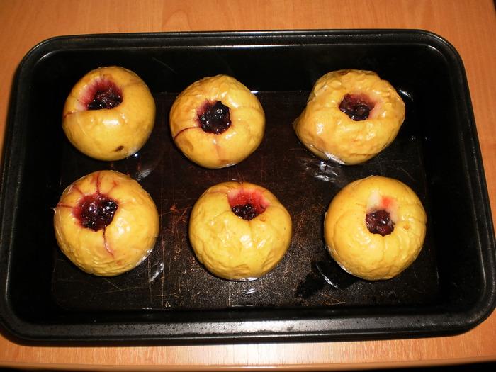 Печеные яблочки с соусом