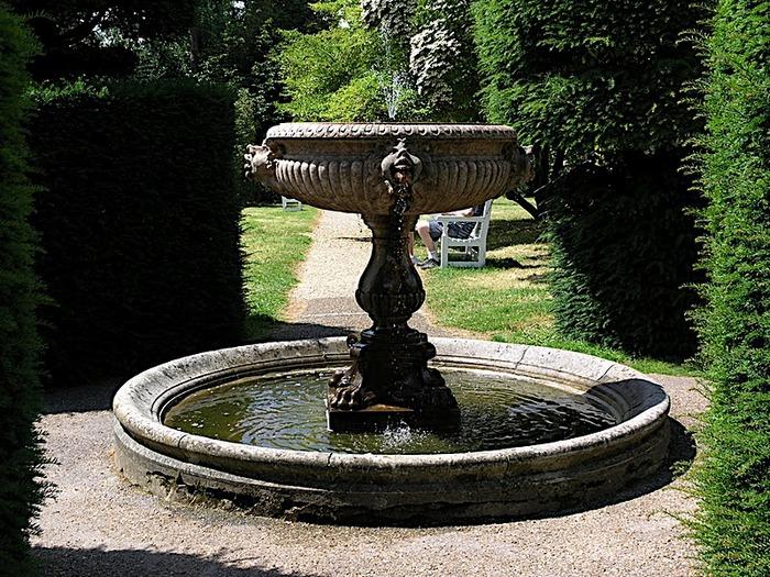 Nymans Gardens 78323