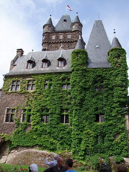 Замок Кохем под Райхсбургом. Германия. 48468