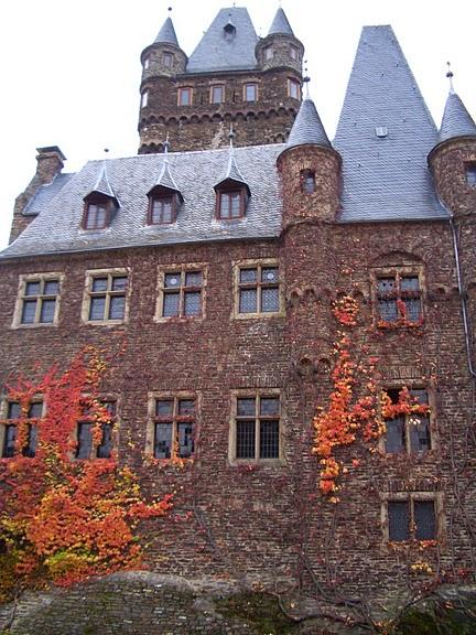 Замок Кохем под Райхсбургом. Германия. 97780