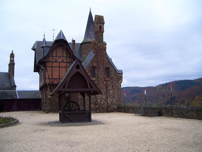 Замок Кохем под Райхсбургом. Германия. 58420