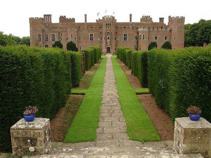Замок Хёрстмонсо - Herstmonceux Castle 64460