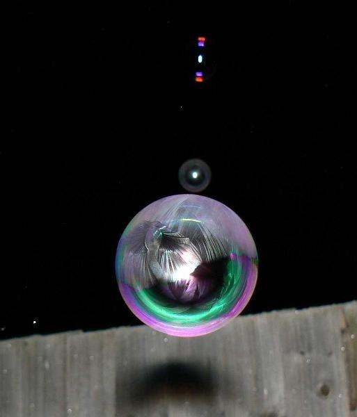 Мыльные пузыри в холодную погоду...