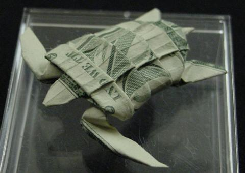 Оригами из долларов 65335787_1287152914_One_Dollar_Sea_Turtle_by_orudorumagi11