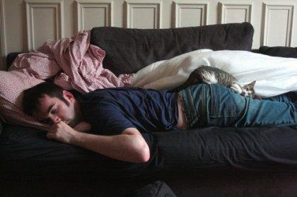 Фотосессии парня и девушки на кровати фото 18-811