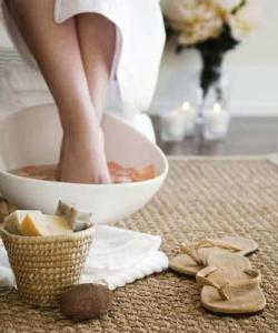 Как избавить ноги от пота и запаха