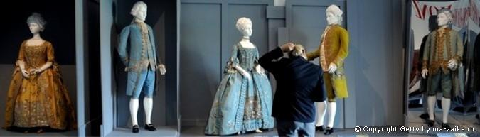 """""""Вылепляя моду: европейское платье в деталях, 1700-1915"""" в LACMA ( Los Angeles County Музее искусств ) в Лос-Анджелесе, Калифорния, 7 октября 2010 года."""