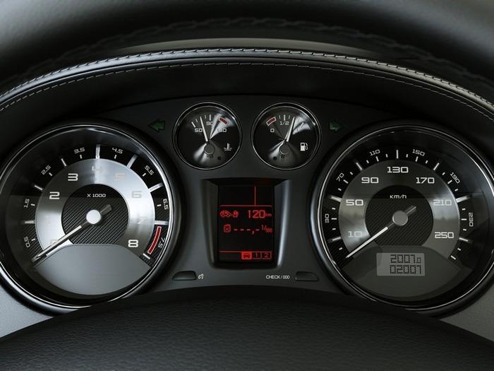 Французский автомобиль Peugeot 308 13