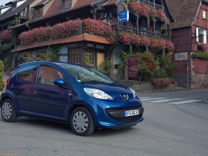 городской автомобиль Peugeot 107 11