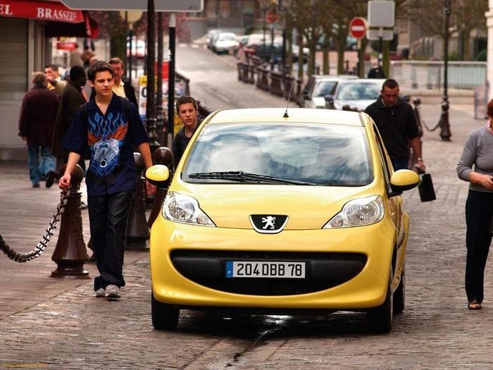 городской автомобиль Peugeot 107 6