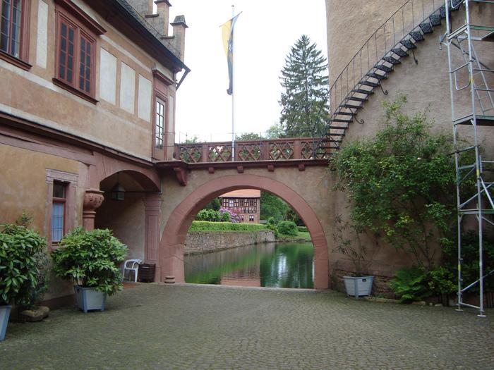 Замок Mespelbrunn. 70427