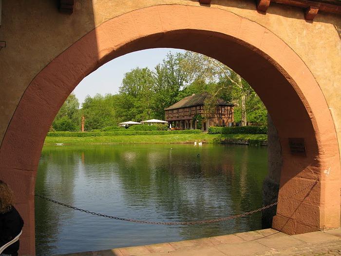 Замок Mespelbrunn. 54297