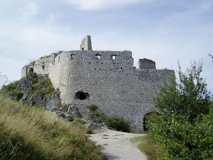 Чахтицкий замок (Cachtice castle) -замок Кровавой Графини. 90104