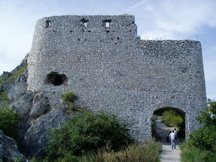 Чахтицкий замок (Cachtice castle) -замок Кровавой Графини. 11927