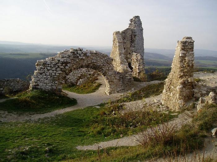 Чахтицкий замок (Cachtice castle) -замок Кровавой Графини. 75735