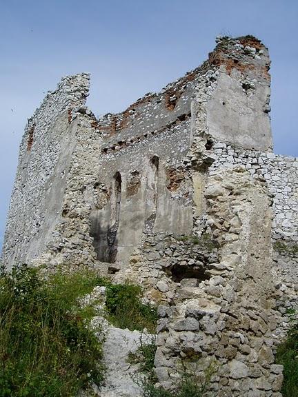 Чахтицкий замок (Cachtice castle) -замок Кровавой Графини. 79272