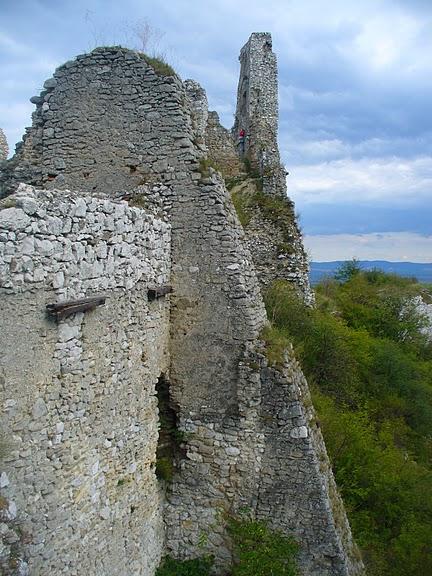 Чахтицкий замок (Cachtice castle) -замок Кровавой Графини. 23690