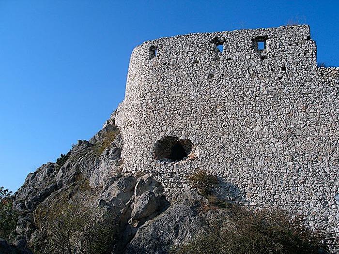Чахтицкий замок (Cachtice castle) -замок Кровавой Графини. 77846