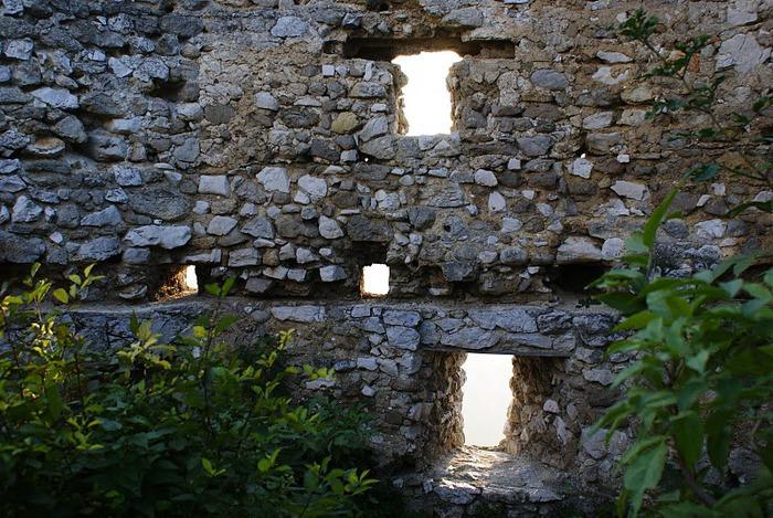 Чахтицкий замок (Cachtice castle) -замок Кровавой Графини. 84360