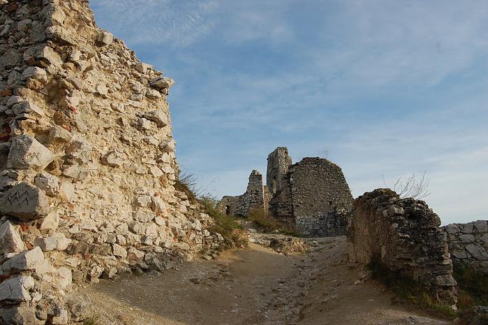 Чахтицкий замок (Cachtice castle) -замок Кровавой Графини. 72917