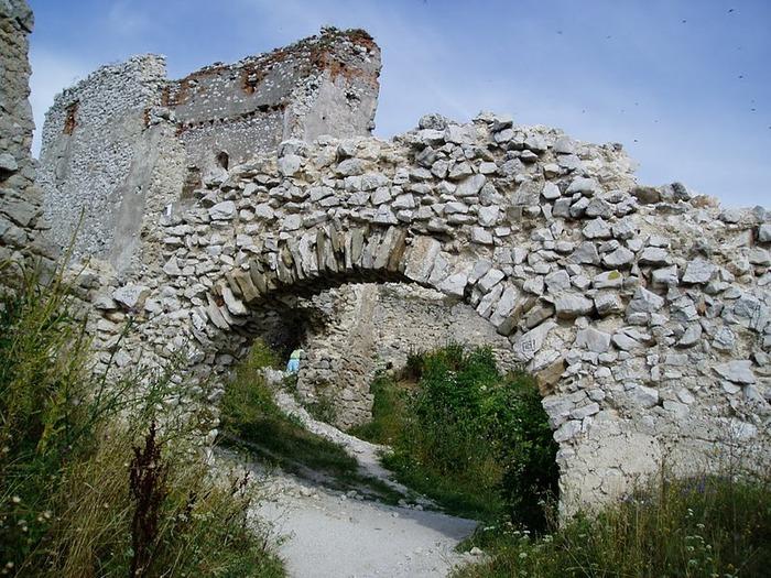 Чахтицкий замок (Cachtice castle) -замок Кровавой Графини. 80138