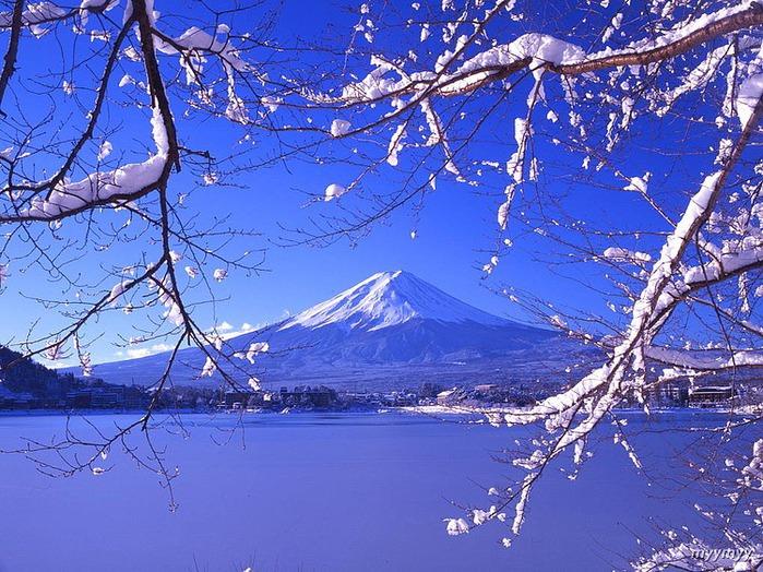Величественный символ Японии - гора Фудзи 56