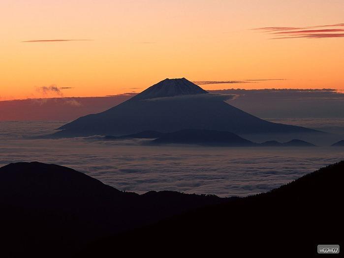 Величественный символ Японии - гора Фудзи 46