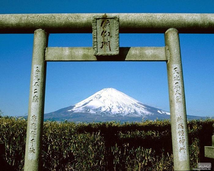 Величественный символ Японии - гора Фудзи 63