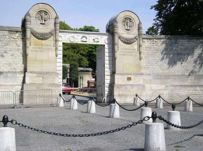 Кладбище Пер-Лашез 19819
