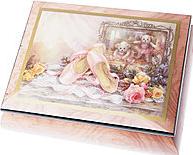 (193x155, 65Kb)Музыкальная шкатулка Маленькая балерина. Пока она открыта, все время звучит музыкальная тема из балета Лебединое озеро