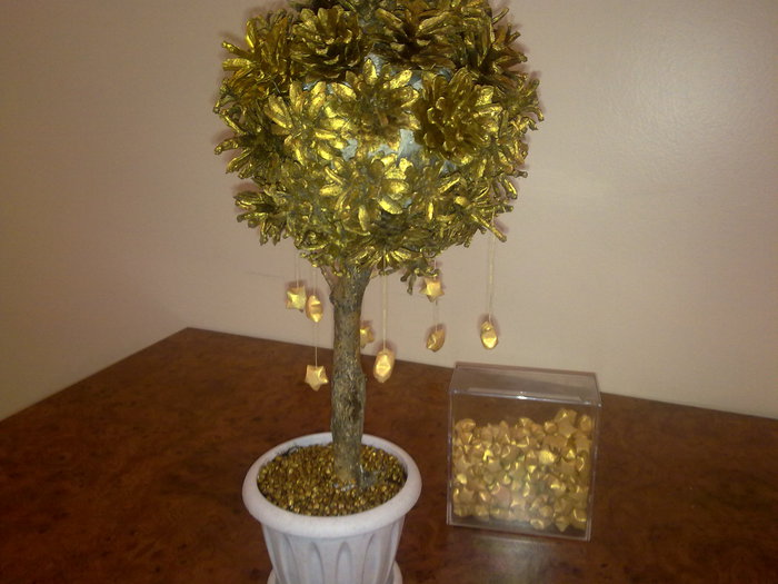 gift ideas for christmas: golden tree with falling stars