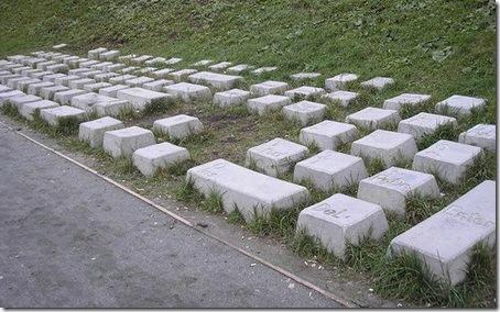 у памятника клавиатуре в екатеринбурге воруют буквы