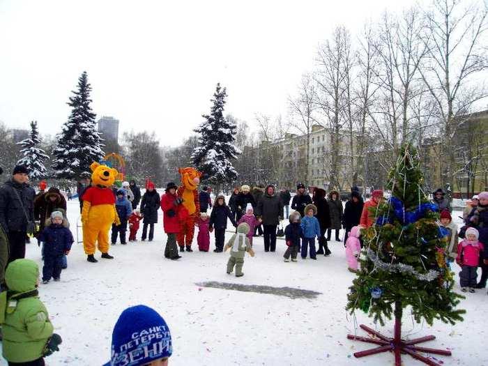 Праздник в СЗО в Москве : мороз не помеха