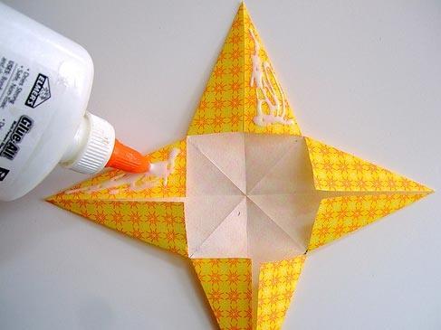 Сложите по диагонали бумагу