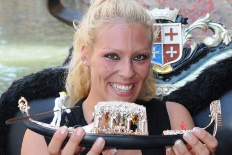 В Венеции появилась первая женщина-гондольер 86780