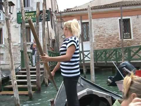 В Венеции появилась первая женщина-гондольер 23811