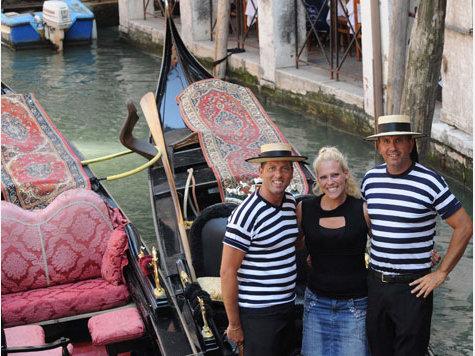 В Венеции появилась первая женщина-гондольер 67273