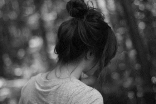 картинки девушек со спины грустные