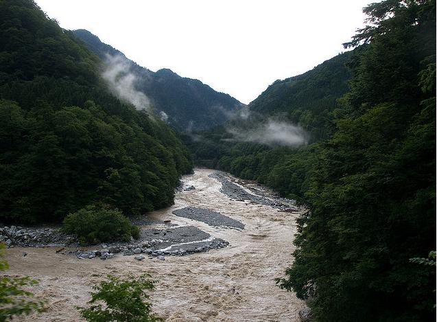Дорога на горе Tateyama Kurobe