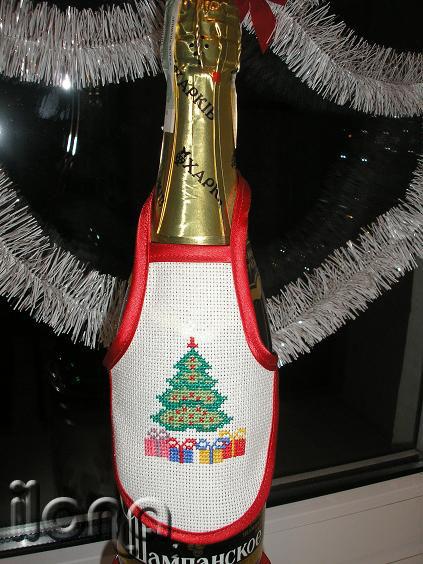 Новогодний фартук на бутылку.