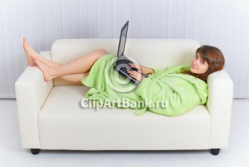 На диване (500x335, 37 Kb)