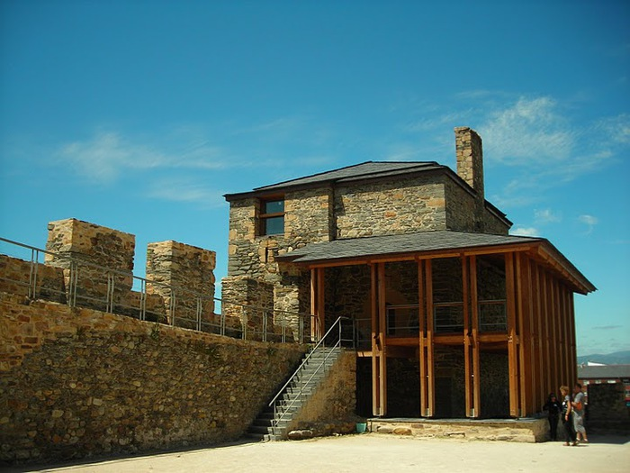 Понферрада (Castillo de Ponferrada) - Замок тамплиеров 88416