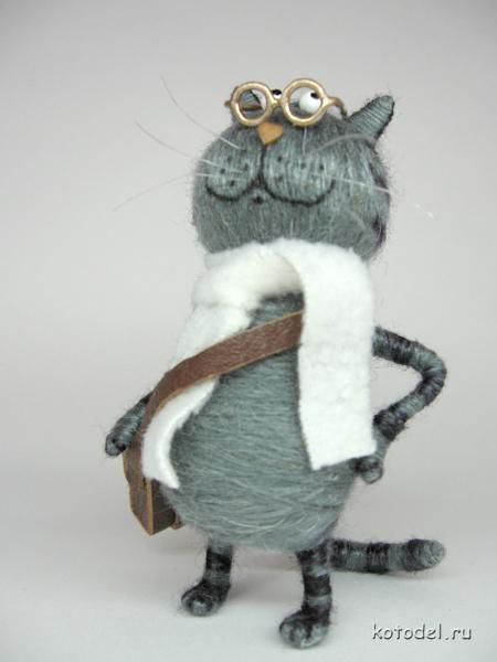 Кот с портфелем.