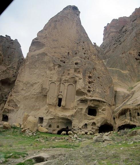 вырубленный в скалах - монастырь Селиме (Selime) 97230