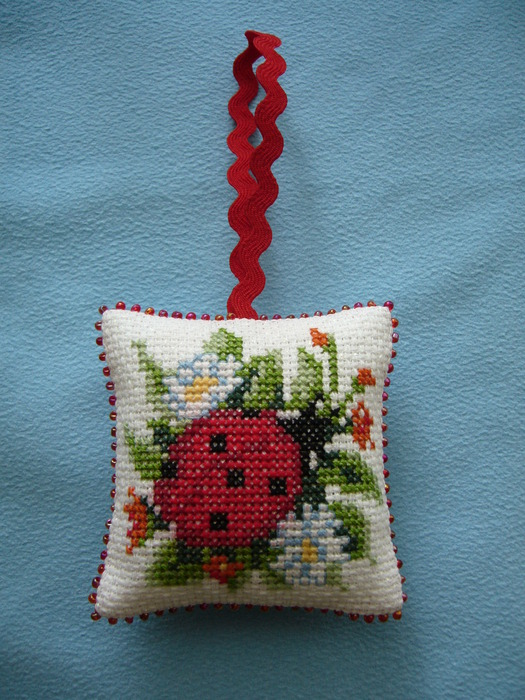 embroidery sewing: embroidered cushion