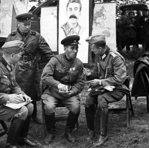 Путин о пересмотре итогов Второй мировой войны: Тогда нужно дискутировать и по Львову, и по Германии... Хотите вскрыть этот ящик Пандоры - флаг в руки - Цензор.НЕТ 7996